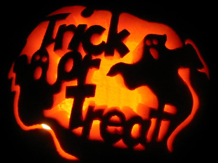 Pros+and+Cons+of+Teenage+Trick+or+Treating