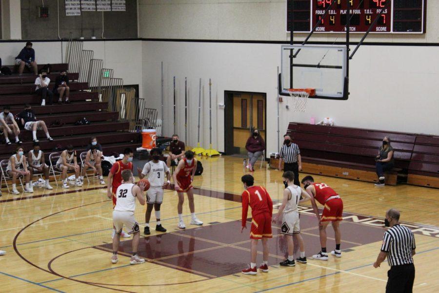 MIHS Boys Basketball Stays Undefeated in Home Opener